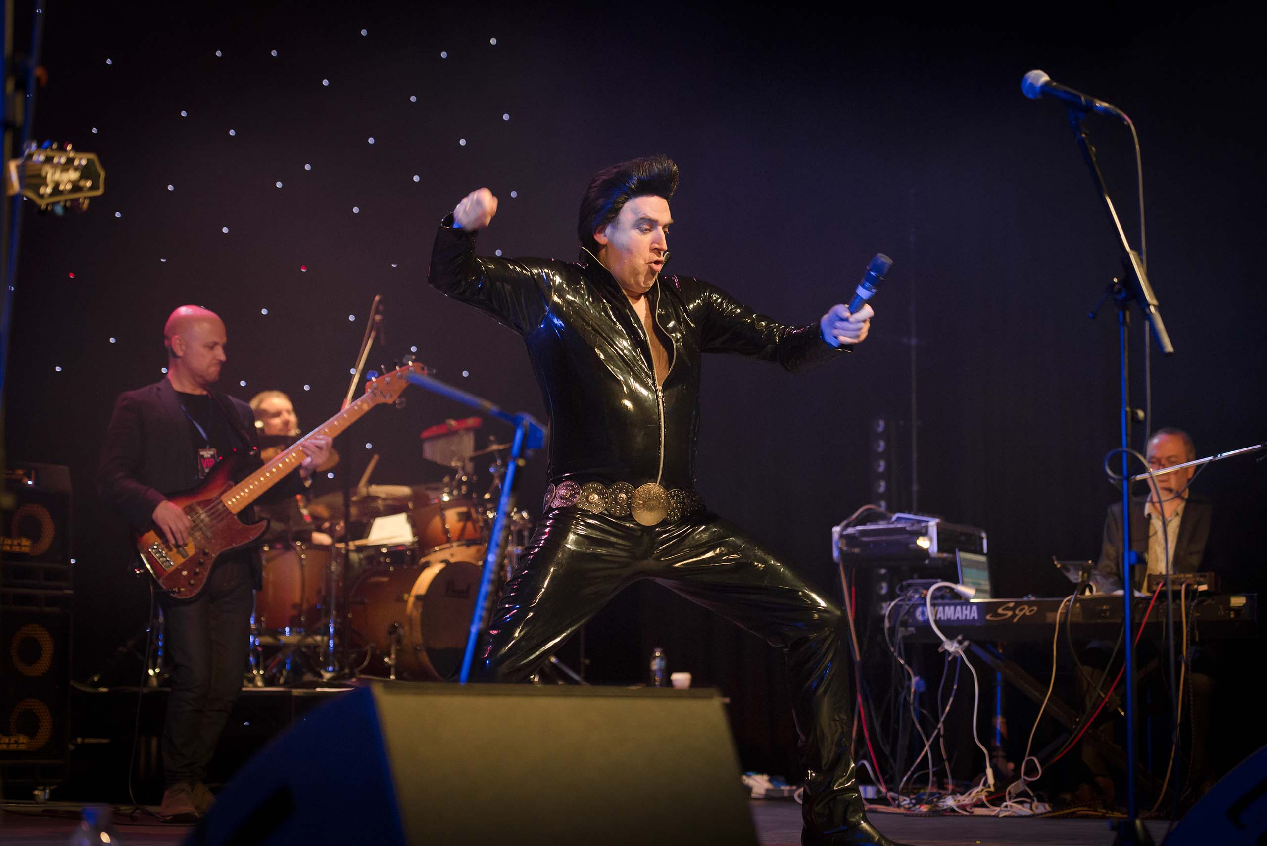 Tim Vine playing Plastic Elvis at Indigofest